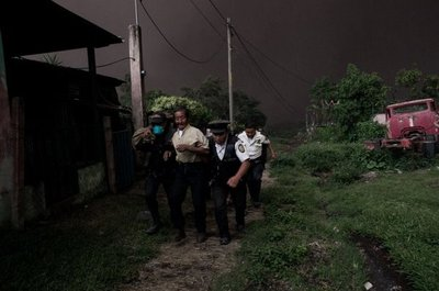 65 muertos por erupción de volcán en Guatemala