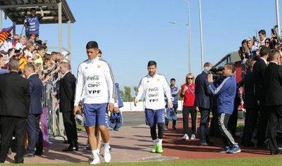Messi desata la locura en primer entrenamiento abierto de Argentina
