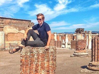 Recibe amenazas por su foto en Pompeya