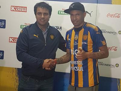 Fabio Escobar es nuevo delantero del Sportivo Luqueño