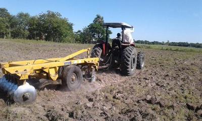Ofrecen curso de tractorista agrícola