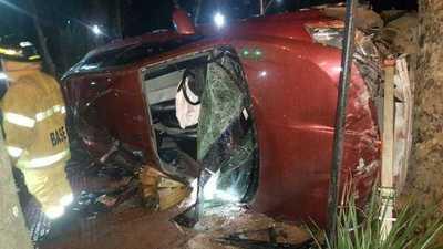 Brutal accidente deja dos muertos y un herido