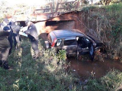 Camioneta de profe cayó de un puente