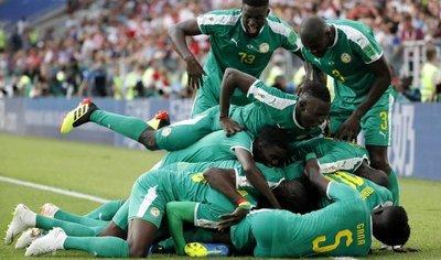 Senegal le amarga el debut a Polonia y voltea un grupo loco