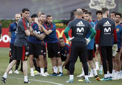 España sale a ganar y a clasificar