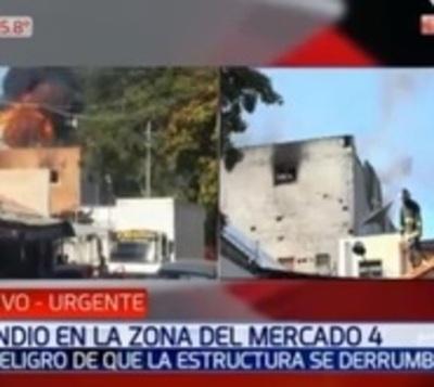 Bomberos controlan incendio en depósito del Mercado 4