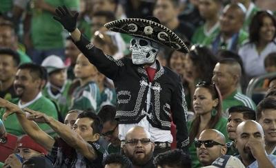 HOY / FIFA impone multas a México y Serbia por la actitud de sus hinchadas