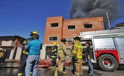 """HOY / Abundan """"casas-fábricas"""" ilegales en el barrio San Vicente"""
