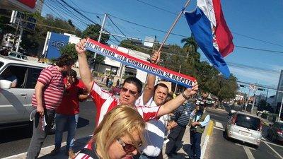 Movilización ciudadana en contra del juramento de Cartes comenzó esta mañana