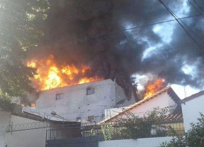 Feroz incendio en el Mercado 4