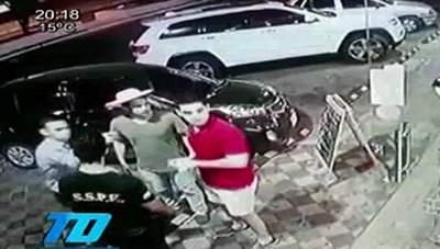 VIDEO: Moquetean a trabajador porque la cerveza estaba caliente