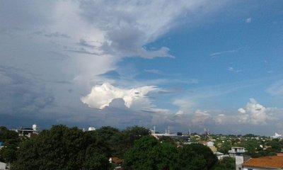 Viernes cálido con lluvias y tormentas
