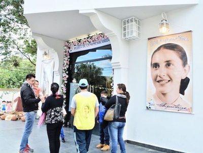 Una multitud recibió en Guairá a Chiquitunga