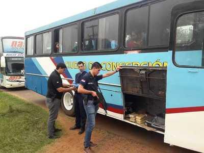 Incautan paquetes de cocaína en bus