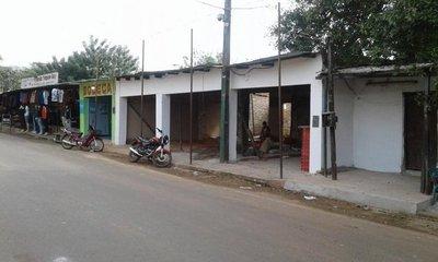 Vendedores informales no aceptan construcción de galería