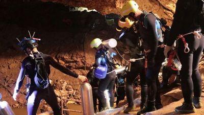 Tailandia: Rescatan al último niño atrapado y a su entrenador