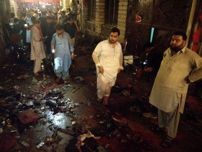 12 muertos y 30 heridos en atentado suicida en acto electoral en Pakistán