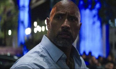Dwayne Johnsontrepa rascacielos en una película no apta para el vértigo