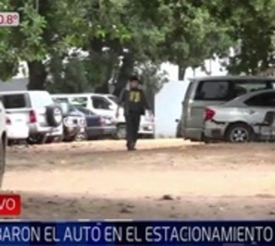 Frente a guardias, roban camioneta en estacionamiento de IPS