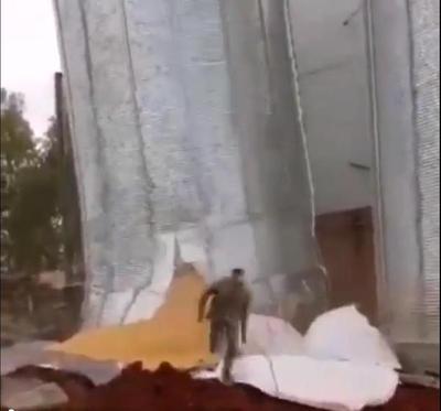 VIDEO: Se derrumba un silo y trabajadores se salvan de milagro