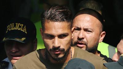 Paolo Guerrero fue multado y suspendido en Brasil