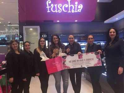 """Fuschia realizó entrega de premios de la """"Promo Mamá y Papá"""""""