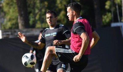 Olimpia va perfilando equipo para el debut