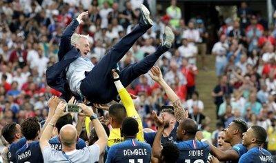 Deschamps iguala a Zagallo y Beckenbauer