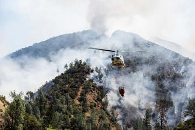 Tras días de incendio, acaban con miles de hectáreas en California