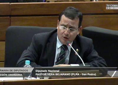 """Diputados y senadores cerca de quedarse sin su """"pin de oro"""""""