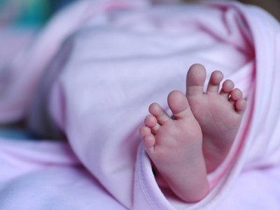 Bebé fallece en espera de terapia intensiva