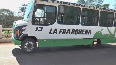 Buses ponen en riesgo la vida de sus pasajeros