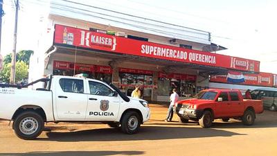 Bandidos salen con manos vacías de un supermercado