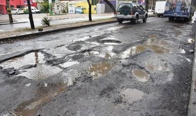 HOY / Asunción: 80% de calles asfaltadas ya no sirven y alegan que falta de dinero para reparar
