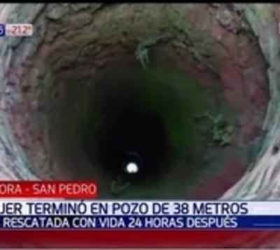Mujer cayó a un pozo de 38 metros y sobrevivió: Culpa al pombero