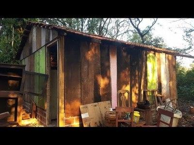 Mujeres solidarias construyen vivienda para una anciana de 90 años