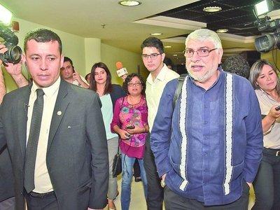 Lugo no piensa renunciar y defendió convocatoria a Friedmann y Gusinky