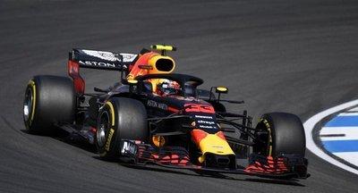 Verstappen domina la segunda sesión