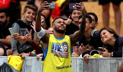Neymar le desea toda la suerte y lo mejor a CR7