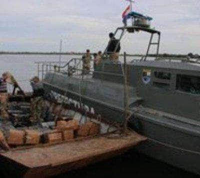 Agentes se enfrentan a tiros con narcos en medio del Río Paraguay