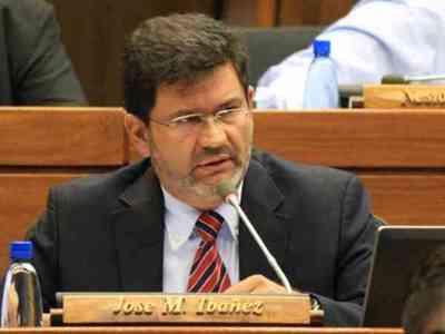 Abogados piden se trate pérdida de investidura de Ibáñez