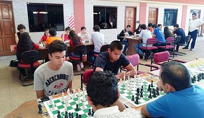 Peruanos celebrarán independencia patria con torneo de ajedrez