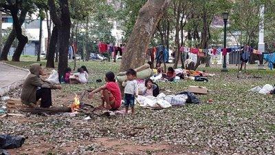 Indígenas, en la Plaza Uruguaya