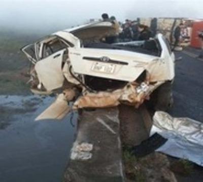 Itapúa: Tres vehículos y un camión involucrados en fatal accidente
