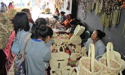 Indígenas cuentan con innovador sistema de venta de artesanía