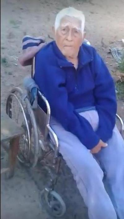 Abuelito de 96 años no cobra su pensión desde diciembre