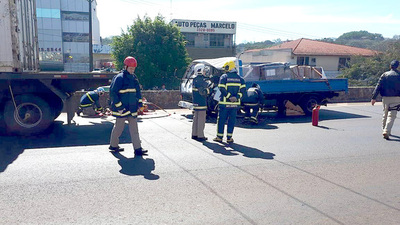 Chofer paraguayo muere en Foz tras chocar contra una carreta