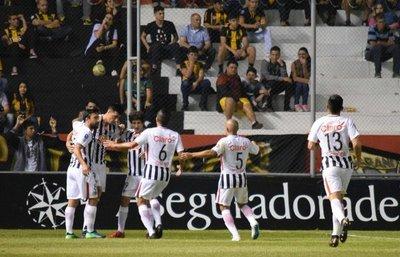 Libertad consigue su primer triunfo en el Clausura