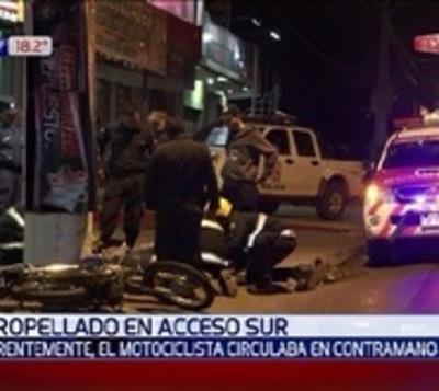 Motociclista imprudente fue embestido por un auto