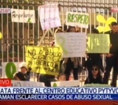 Acusan de directivos de colegio por supuesto encubrimiento de abusos